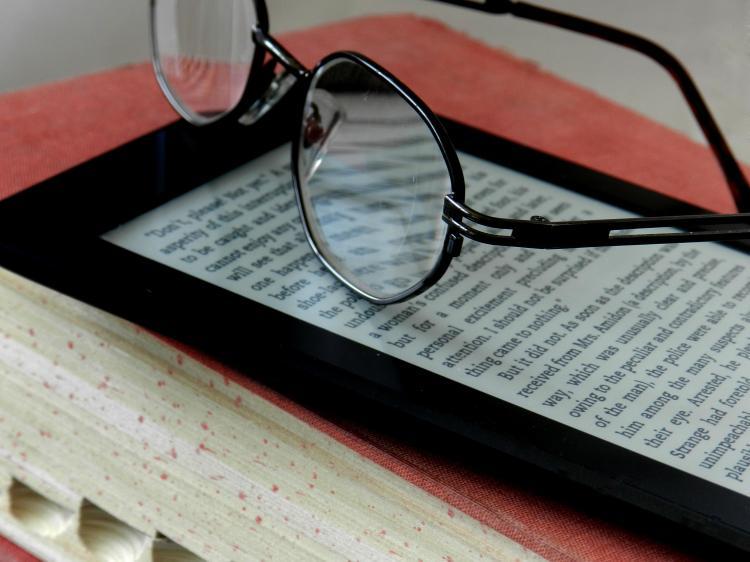 ¿Para qué sirve la literatura? Libro, ebook, lentes